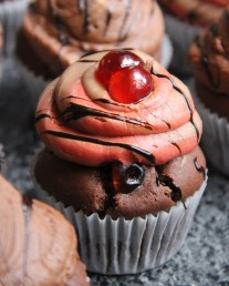 Chocolate and Cherry Set Cupcake