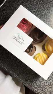 Box of 6 mixed SET cupcakes